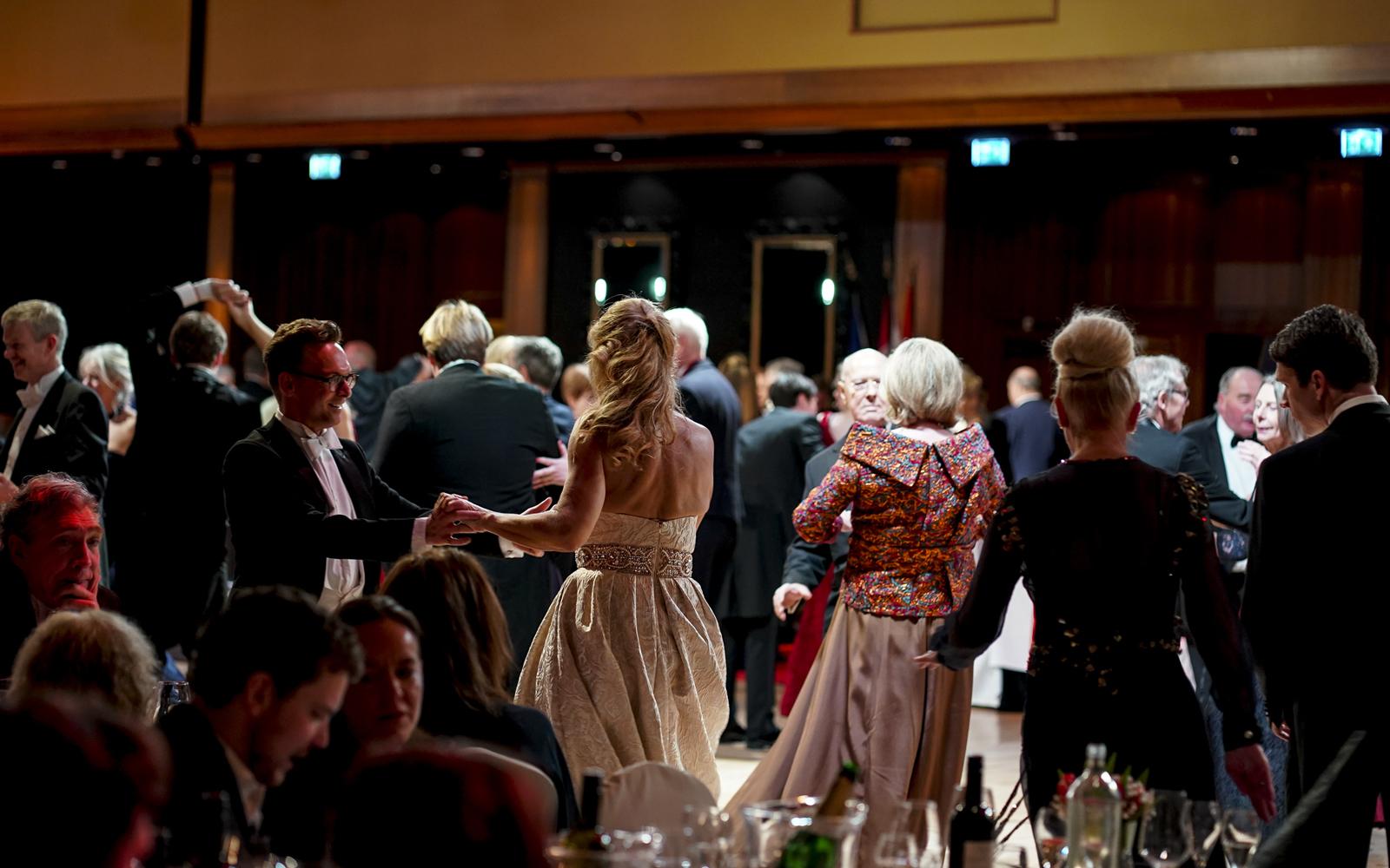 Alles Walzer tijdens het 52ste Wiener Ball in Grand Hotel Huis ter Duin