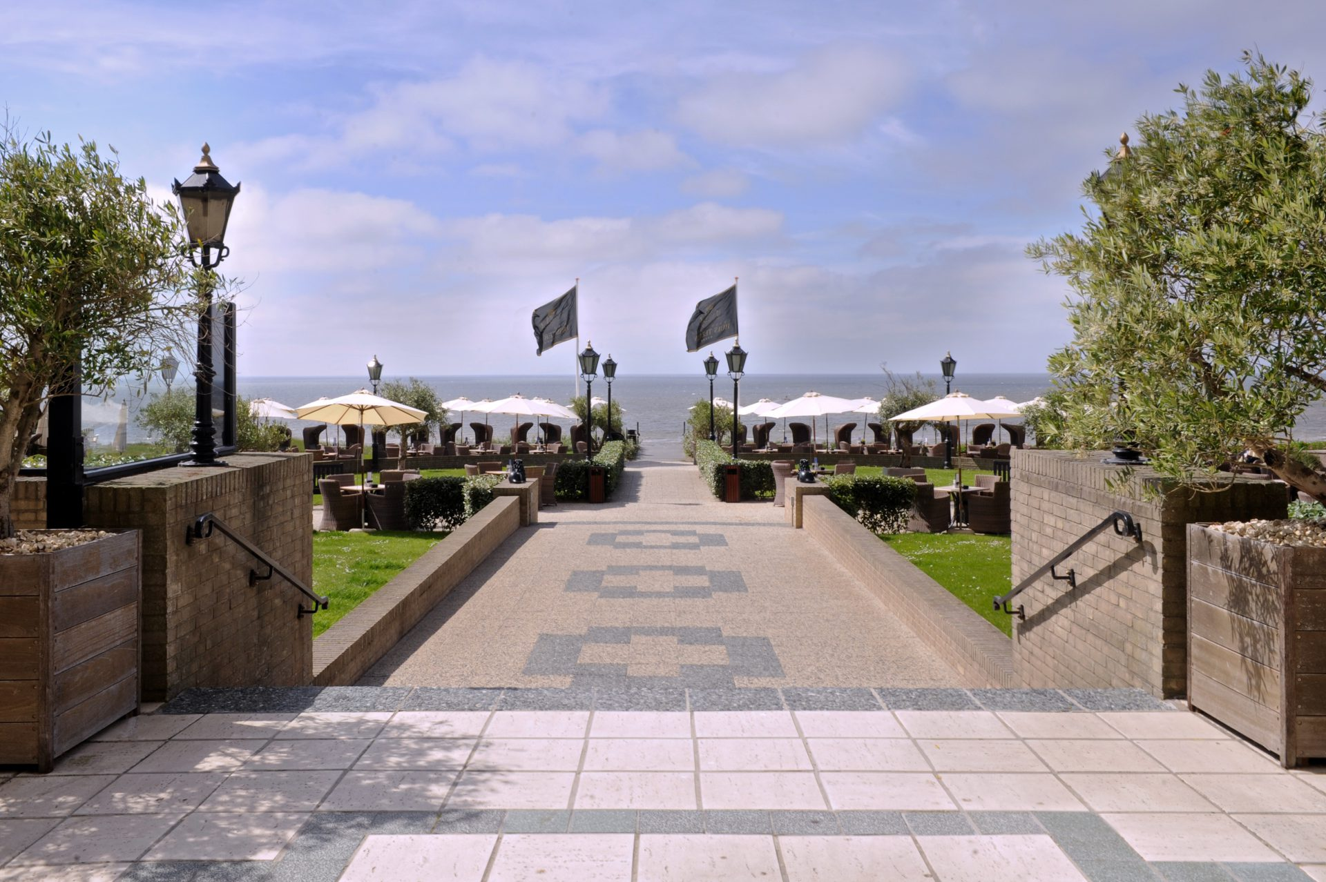 De terrassen van Grand Hotel Huis ter Duin